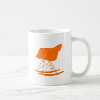 Mug Chaise de balancier d'Eames dans l'orange