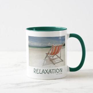 Mug Chaise de plate-forme sur le sable blanc de la