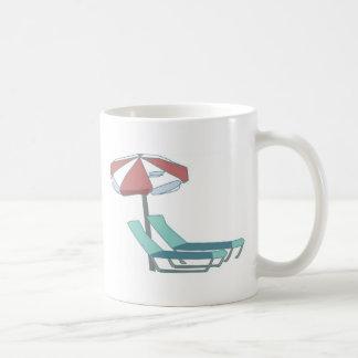 Mug Chaises et parapluie de piscine