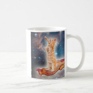 Mug Chat surfant de lard dans l'univers