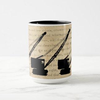 Mug Chenille de cru d'antiquité de grue de grutier