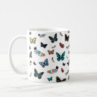 Mug Chenilles et papillons mignons de bande dessinée