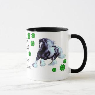 Mug Cheval irlandais d'épi avec le shamrock