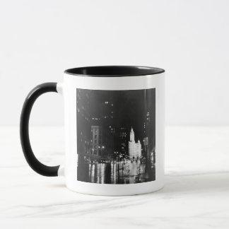Mug circa 1954 :  De vue une avenue du Michigan vers