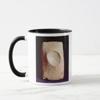 Mug Comprimé avec l'inscription cunéiforme