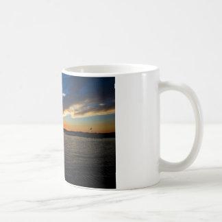 Mug Coucher du soleil au-dessus de la baie
