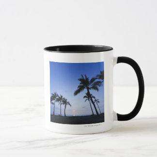 Mug Coucher du soleil sur la baie de Kahaluu dans
