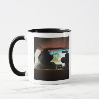 Mug Cowboy et cow-girl dans le camion
