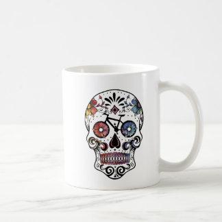 Mug Crâne de sucre d'aquarelle avec des pièces de vélo