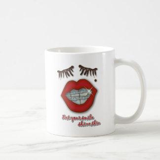 Mug Croisillons brillants, lèvres rouges, taupe, et