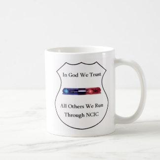 Mug Dans Dieu nous faisons confiance