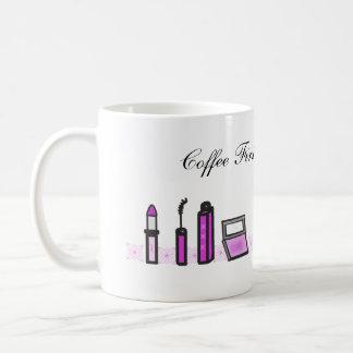 Mug De café pourpre de rouge à lèvres d'abord puis