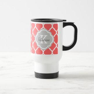 Mug De Voyage Corail et monogramme gris de Quatrefoil de