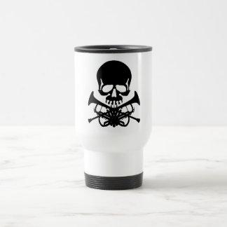Mug De Voyage Crâne avec des trompettes comme os croisés