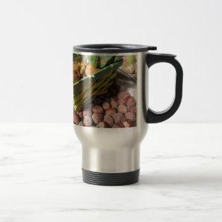 Mug De Voyage Fruits d'automne avec des noisettes et des figues