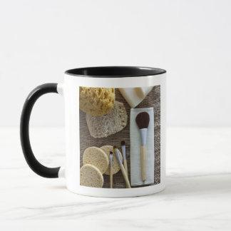 Mug Détail de spa des éponges et des brosses