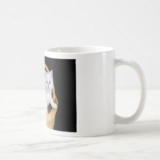 Mug Deux chatons blancs dans le panier sur