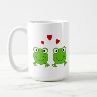 Mug Deux grenouilles vertes avec les coeurs rouges