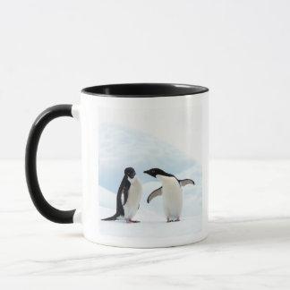 Mug Deux pingouins d'Adelie se reposant sur une