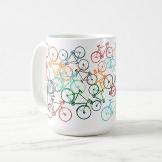 Mug différentes bicyclettes de couleur sur un blanc
