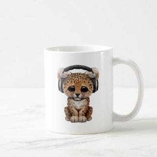 Mug Écouteurs de port de léopard mignon de bébé