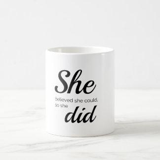 Mug Elle a cru qu'elle pourrait ainsi elle a fait