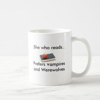 Mug Elle qui lit. Préfère des vampires et était…