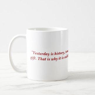 """Mug """"Est hier l'histoire, est demain un mystère,…"""