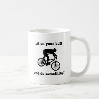 Mug Faire du vélo drôle de montagne