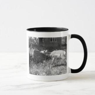 Mug Femme allaitant une antilope
