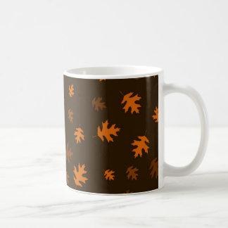 Mug Feuille orange de chêne d'automne contre Brown