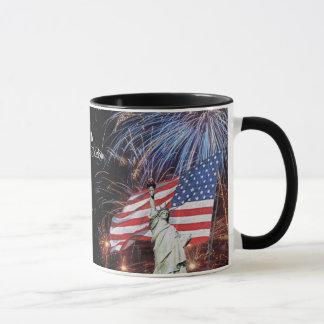 Mug Feux d'artifice de drapeau américain et statue de