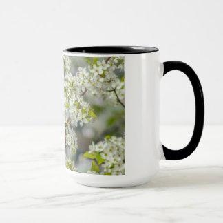 Mug Fleurs du nord de cardinal au printemps