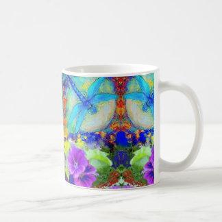 Mug Fleurs pourpres de flirt bleues de Dragonflys par