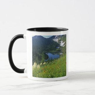 Mug Fleurs sauvages alpins dans le bassin de bijou