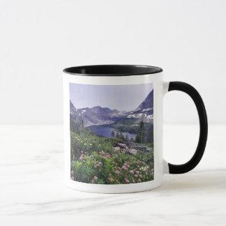 Mug Fleurs sauvages et lac caché, arbustifs
