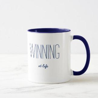 Mug Gain au bleu drôle/au blanc de citation de la vie