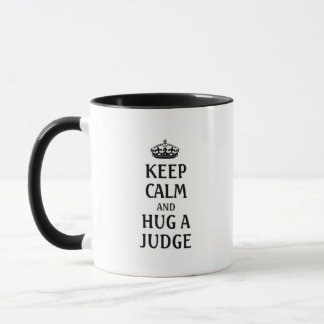 Mug Gardez le calme et étreignez un juge