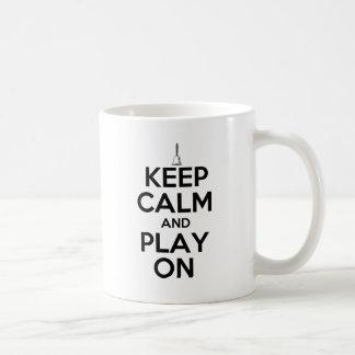 Mug Gardez le calme et le jeu sur des clochettes
