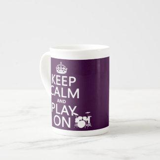 Mug Gardez le calme et le jeu sur (tambours) (toute