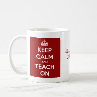 Mug Gardez le calme et l'enseignez sur le rouge
