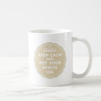 Mug Gardez le calme et mettez votre tablier dessus