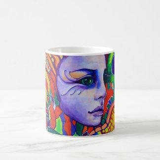 Mug Graffiti du visage de la femme colorée dans