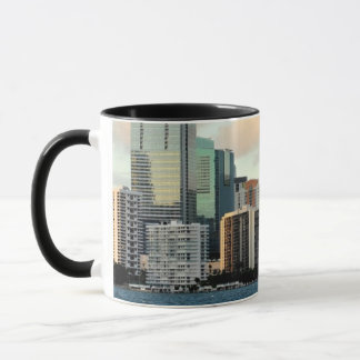 Mug Gratte-ciel de Miami contre le ciel clair large