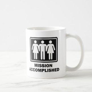 Mug Groupe de trois personnes accompli de mission