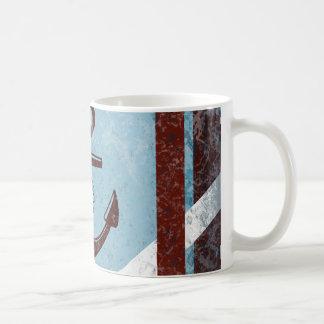 Mug Grunge bleue rouge de rétro ancre nautique
