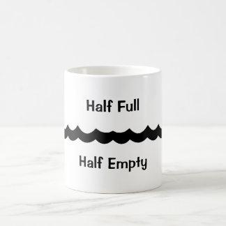 Mug Hall complètement à moitié vide