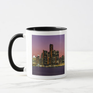 Mug Horizon de Detroit, Michigan la nuit