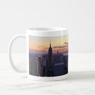 Mug Horizon de NYC juste avant le coucher du soleil