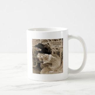 Mug Hors-la-loi d'écureuil dans le vieil ouest